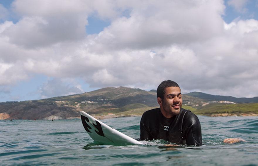 Nascut orb, Derek Rabelo a devenit un surfer profesionist (2)