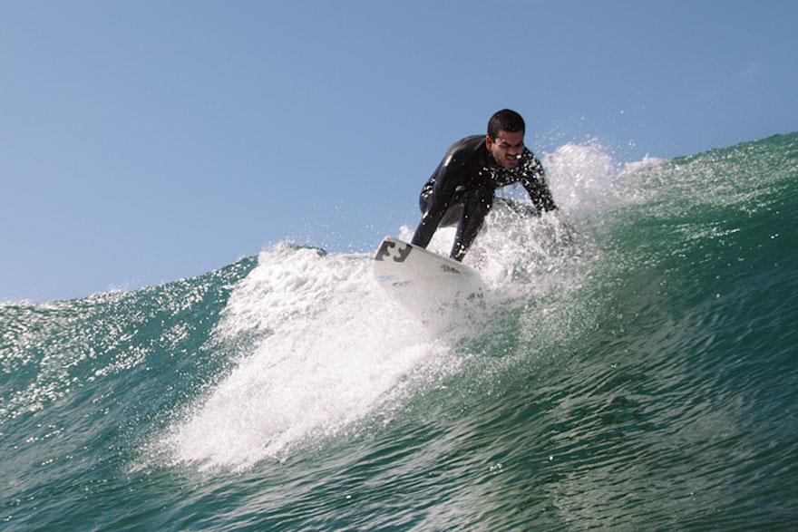 Nascut orb, Derek Rabelo a devenit un surfer profesionist (5)