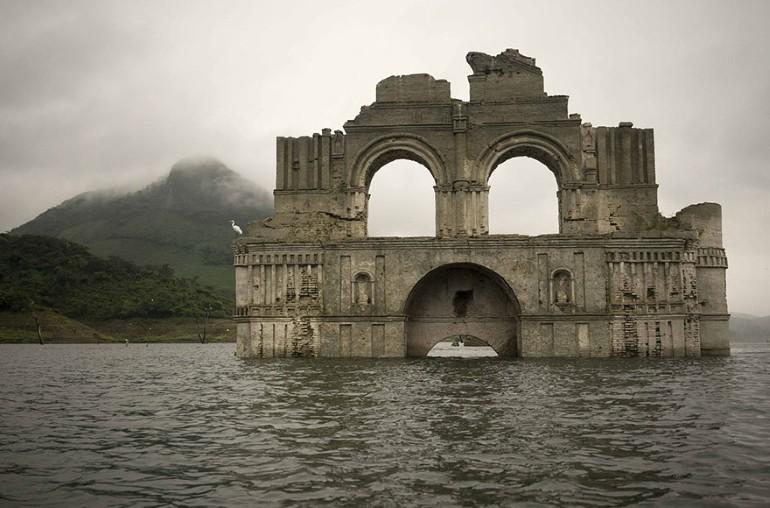 Biserica Veche De 400 de Ani A iesit La Vedere Din Apele Unui Lac Din Mexic (1)
