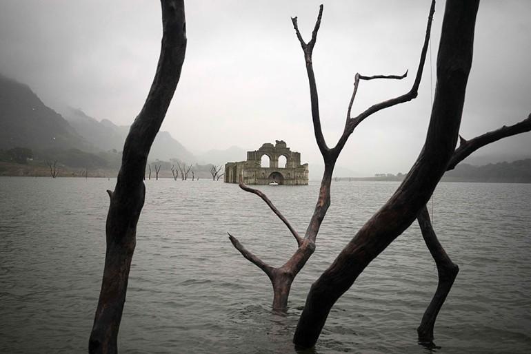 Biserica Veche De 400 de Ani A iesit La Vedere Din Apele Unui Lac Din Mexic (5)