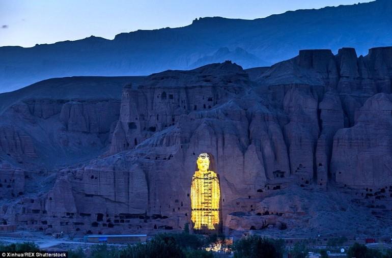 Dupa Ce Au fost Distruse De Talibani 2 Statui Uriase Ale Lui Buddha Au Fost Reinviate 3D (5)