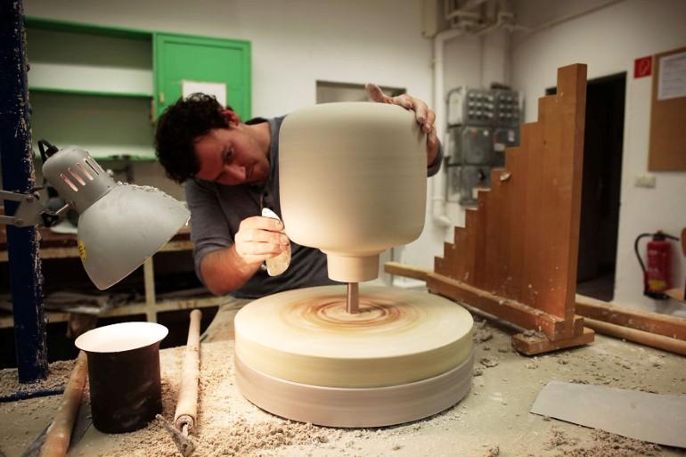 Lampa Proiectata Sa Creasca Plante In Spatii Fara Ferestre (3)