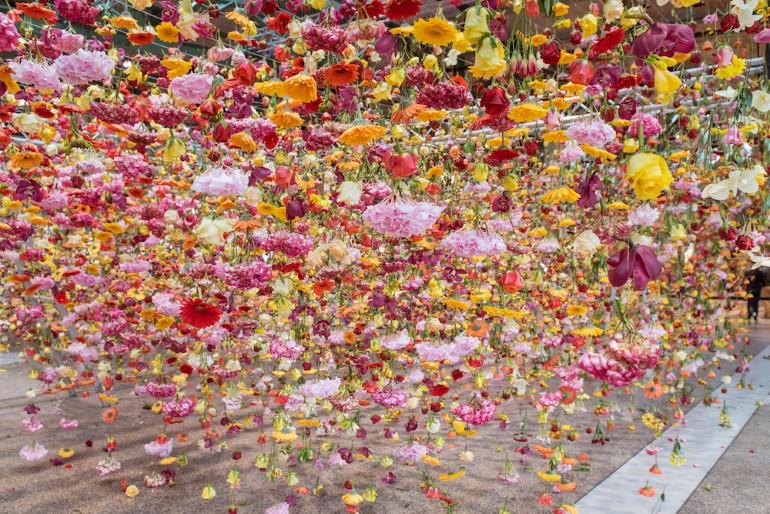 Gradina Suspendata Formata Din 30.000 De Flori Viu Colorate (11)