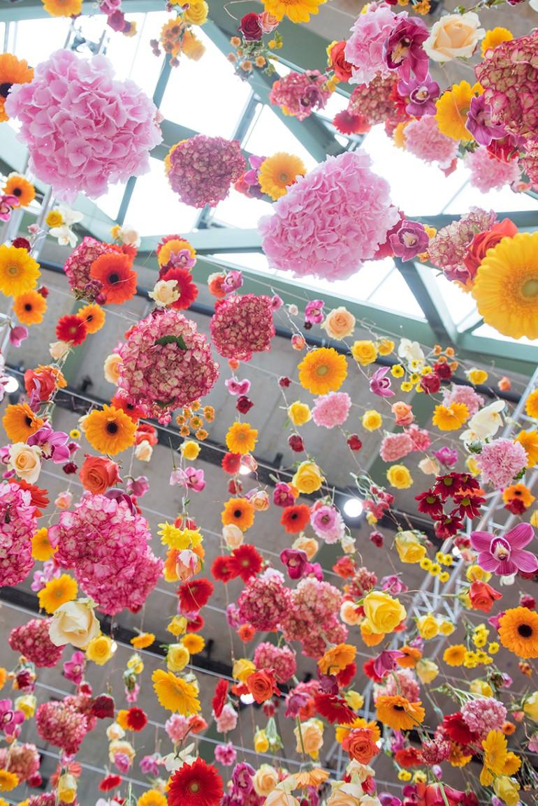 Gradina Suspendata Formata Din 30.000 De Flori Viu Colorate (4)