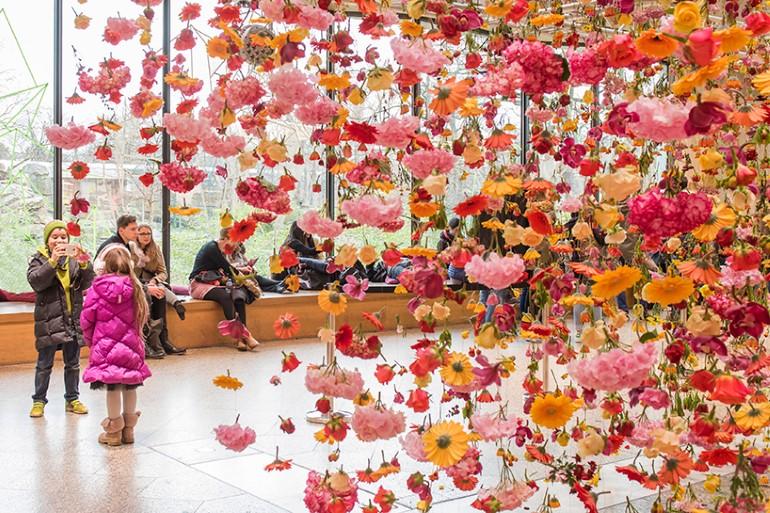 Gradina Suspendata Formata Din 30.000 De Flori Viu Colorate (5)