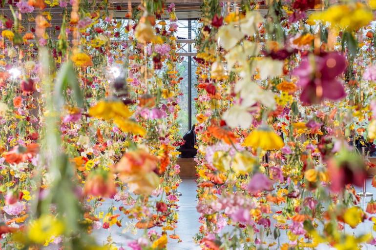 Gradina Suspendata Formata Din 30.000 De Flori Viu Colorate (8)