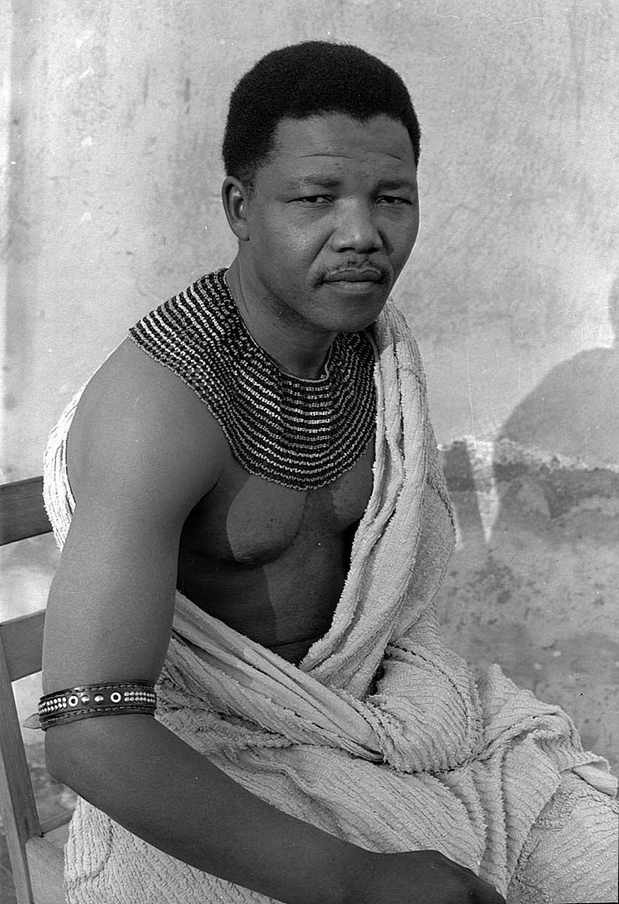 Nelson Mandela In 1961 - 10 Fotografii Surprinzatoare cu Lideri Politici ai Lumii Inainte sa Devina Faimosi