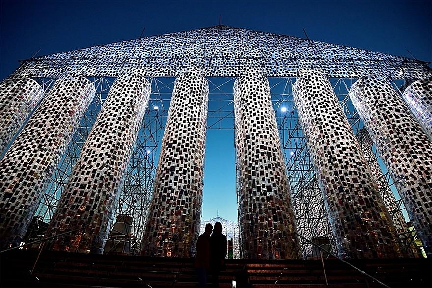 100.000 De Carti Interzise - The Parthenon of Books