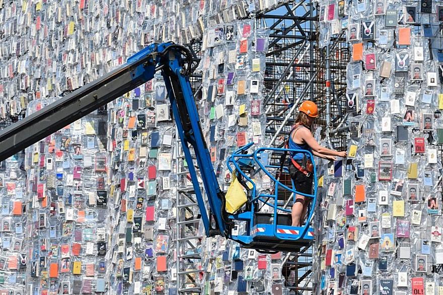 100.000 De Carti Interzise 2 - The Parthenon of Books