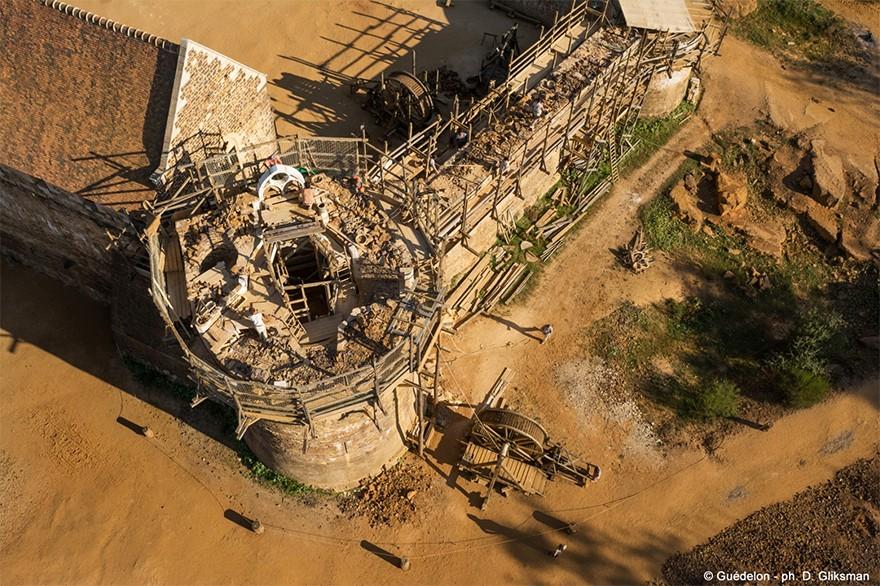 Castel Medieval Construit Azi Cu Tehnici Si Materiale Din Sec. XIII 2