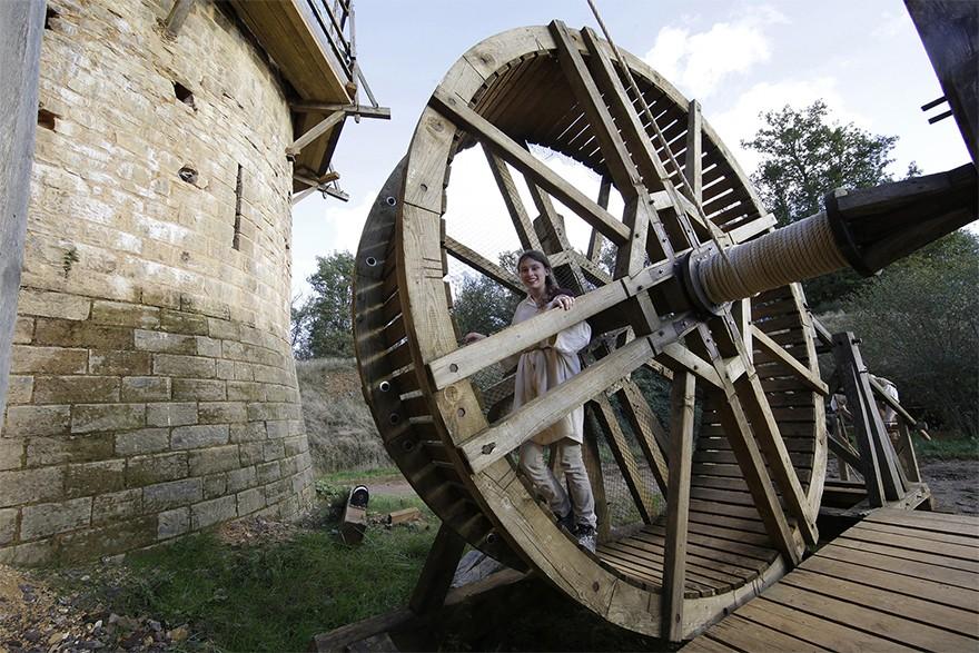 Castel Medieval Construit Azi Cu Tehnici Si Materiale Din Sec. XIII 6