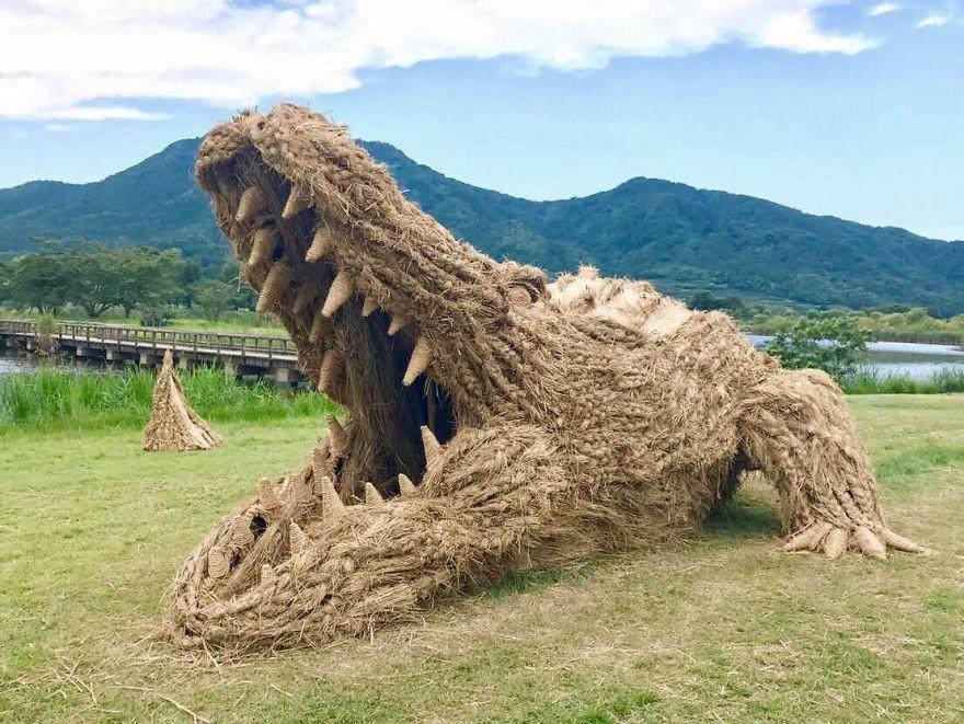 Animale Gigantice Din Paie de Orez Realizate De Studentii Unei Universitati Din Japonia