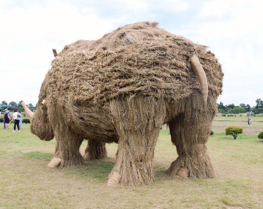Animale Gigantice Din Paie de Orez Realizate De Studentii Unei Universitati Din Japonia 1