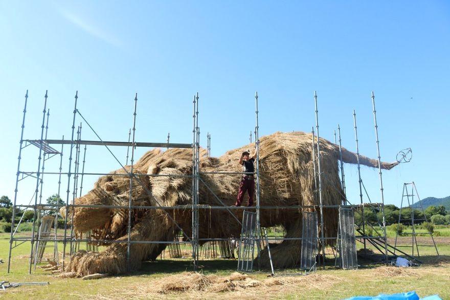 Animale Gigantice Din Paie de Orez Realizate De Studentii Unei Universitati Din Japonia 8