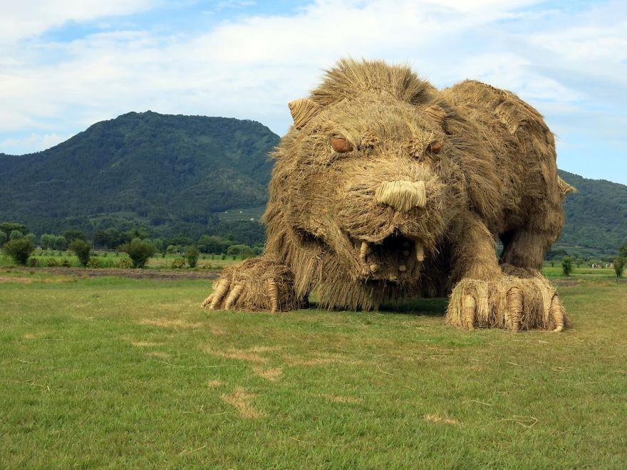 Animale Gigantice Din Paie de Orez Realizate De Studentii Unei Universitati Din Japonia 4