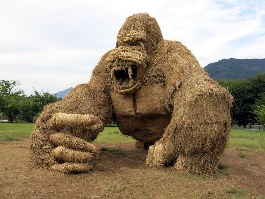 Animale Gigantice Din Paie de Orez Realizate De Studentii Unei Universitati Din Japonia 3